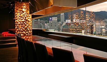 神戶三宮站必吃神戶牛排店「steak house ZEN」的店內夜景