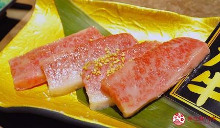京都河原町和牛燒肉推薦「焼肉どうらく 京都六角通り店」的限定海陸雙饗宴「特選神戶牛與北海海鮮套餐」的神戶牛上等五花肉