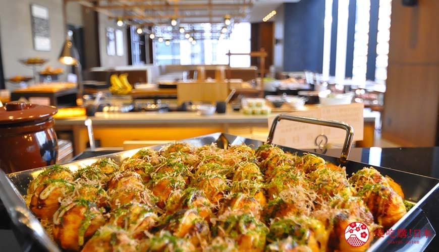 日本自由行大阪交通方便住宿推介karaksa hotel grande 新大阪 Tower唐草飯店早餐提供的章魚燒八爪魚丸