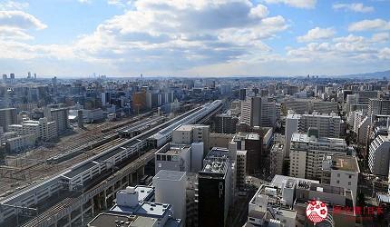 日本自由行大阪交通方便住宿推介karaksa hotel grande 新大阪 Tower唐草飯店房內的可望到的大阪日景