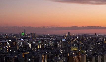 日本自由行大阪交通方便住宿推介karaksa hotel grande 新大阪 Tower唐草飯店房內的可望到的大阪夜景