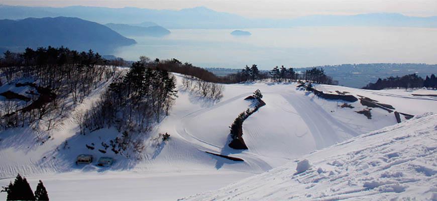 日本關西北海道新潟滑雪自由行滑雪場推薦5選之一的箱館山滑雪場的山路雪道