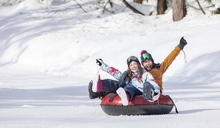 日本關西北海道新潟滑雪自由行滑雪場推薦5選之一的箱館山滑雪場的滑雪橡圈