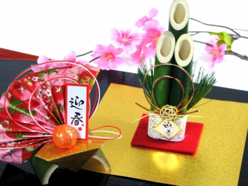 日本新年的傳統習俗食物及擺設中的門松及折紙