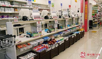日本关西自由行药妆店必买必逛COSMOS 科摩思四条河原町的店舖内的收银区